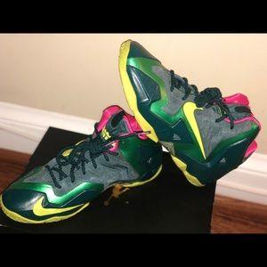 Green/ Yellow Nike Lebron size: 5.5